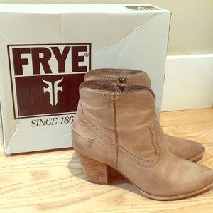 Frye Renee Seam Short size 6.5